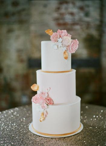 wedding-cake-pink-flowers